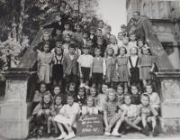 Marianna Pevná v 1. třídě (školní rok 1946-1947) v Liberci