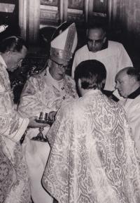 Svěcení na kněze Františkem kardinálem Tomáškem
