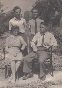 Jaromír Stojan spolu s rodiči, cca r. 1947
