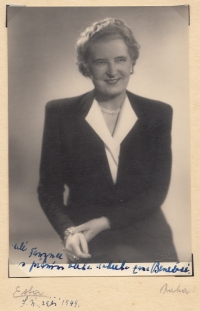 """Hana Benešová s osobním věnováním """"Milé Fanynce..."""" neboli Františce, září 1949."""