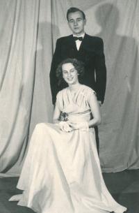 Hana Blagodárná se v roce 1957 provdala za Dimitrije Blagodárného, syna ruského emigranta Konstantina Blagodárného, který našel v Československu útočiště po vítězství bolševiků. Poválečnému zatýkání unikl, protože byl právě služebně na Slovensku. Hana a Dimitrij vyrůstali v Dejvicích kousek od sebe a poznali se v roce 1951 na plese lesnické fakulty, která v té době sídlila na Vítězném náměstí.