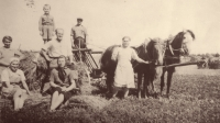 Rodina Švejdarova hospodařila na Volyni v české vesnici Boratín, kde zažili několik režimů – polský, sovětský, německý a pak opět sovětský.jpg