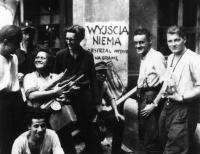 "Skupina povstalců z praporu ""Zośka""."