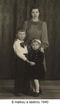 With his mother and sister (1940)