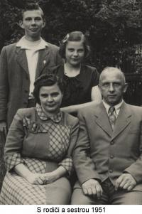 With his parents and sister (1951)