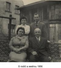 With his parents and sister (1956)