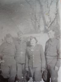 Josef Burger nalevo
