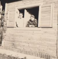Jiřího rodiče na chatě