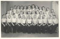 Sokol - členové cvičitelského sboru, Klatovy 1945, horní řada 2. zprava F. Wiendl, 3. zprava Dr. Krbec, prostřední řada uprostřed Štork