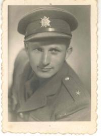 Z vojny, podporučík, 1946