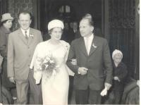 Svatba Františka Wiendla s Janou Štarkovou na Plzeňské radnici 1965