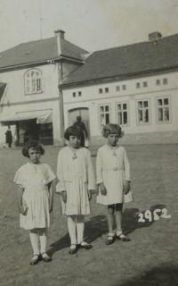 sestry M. ve Mšeně