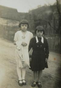 sestry zleva Marie a Emilie Matauchovi