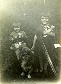 sestry zprava Marie a Emilie Matauchovy