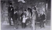 Daniel Kroupa s rodinou v roce 1984