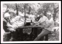 Daniel Kroupa na Hrádku s Václavem Havlem, Neubauerem, Bratinkou, Paloušem, 80. léta 20. st.