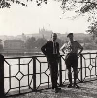 M. Kopt se Stevenem Howardem (funkcionářem Skautů z Velké Británie) - 1966