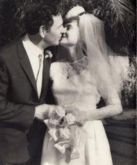Svatební fotografie Niny a Eduardy Ingrišových (1965)