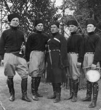 tatínek Viktor V. Karpuškin s kozáky
