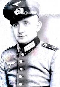 Portrét Jan Gomola v uniformě Wehrmachtu - dobový