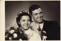 Svatební fotografie Emila Appla a jeho ženy