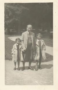 Dagmar with her father and sister, summer 1937