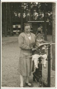 Dagmar with her mother, 1931-31