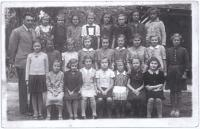 Dagmar (second row, third from the right) in the fourth grade of primary school in Vlašský dvůr (Kutná Hora, 1938-39), techer Josef Výborný