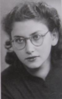 Fotografie sedmnáctileté paní Dagmar - rok 1946