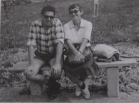 Paní Dagmar s manželem Petrem na výletě v Roztokách u Prahy, rok 1988