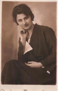 Maminka Irena na počátku 20. let