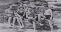 Společná fotografie pořízená na dovolené u Máchova jezera (přítelkyně Dáša - Soutěž Příběhy 20. století)