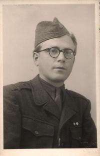 Pavel Oliva v roce 1949 na vojně