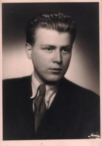Pavel Oliva v roce 1946