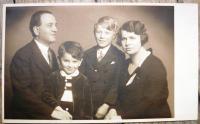 Pavel Oliva před válkou s rodiči a bratrem