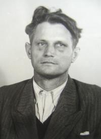 Vězeňská fotografie otce