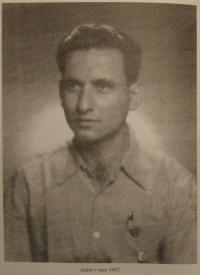 Zwi Batscha v roce 1947