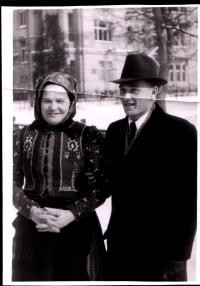 Jan Bugel s maminkou po válce