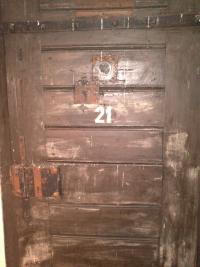 Dveře cely v Malé pevnosti v Terezíně