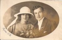 Svatební fotografie rodičů - Emílie a Josefa Stelčovských