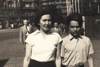 Vojen Syrovátka s matkou, polovina 50. let