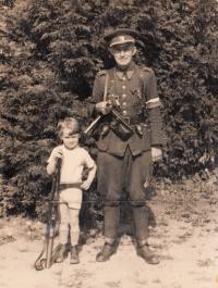 Vojen Syrovátka s otcem Václavem, rok 1945