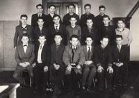 Absolventi učňovské školy na Náměstí míru v Praze, rok 1957, 1. ř. 3. zprava