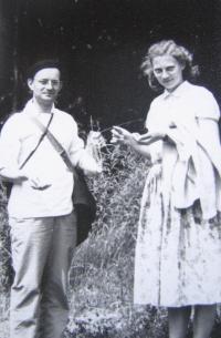 Z. Schubertová s farářem B. Kláskem