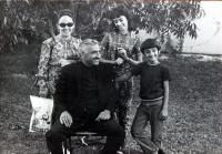 s manželem a dětmi (60. léta?)