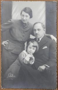 s rodiči v třicátých letech