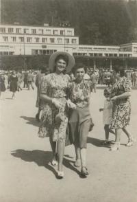 Manželka Zuzana_a_Truda_Beckmannovi_-_Luhačovice_1947