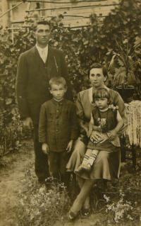 rodina V.K. - 30s
