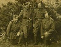 V.K. vpravo 1945