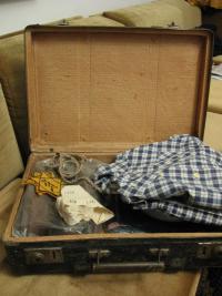 03 Kufřík na cestu do Terezína a šaty, v kterých jsem se vrátila